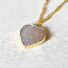Or trempé gris coeur collier Druzy par Kurafuchi sur Etsy, $28.00