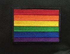 Gay-Pride-100 % gestickte Patch.  Zwei Größen verfügbar:  4 x 3 - $7 3 x 2,25 - $6  Kann auch auf, aber die besten Ergebnisse beim genäht gebügelt werden.  Kostenloser Versand an uns stellen.