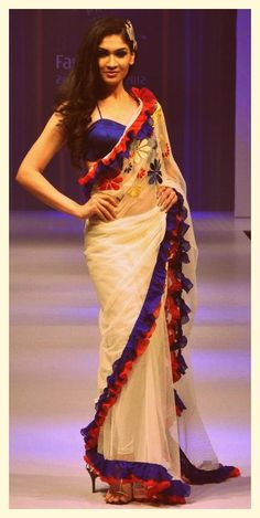 Interesting Edging White Sari Blue Satin border and Red Bunched Border Trendy Sarees, Stylish Sarees, Fancy Sarees, Saree Wearing Styles, Saree Styles, Indian Dresses, Indian Outfits, Indische Sarees, Saree Jackets