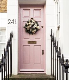 New bold front door colors spaces 53 Ideas Decoration Chic, Decoration Entree, House Front, My House, Exterior Design, Interior And Exterior, The Doors, Front Doors, Front Door Colors