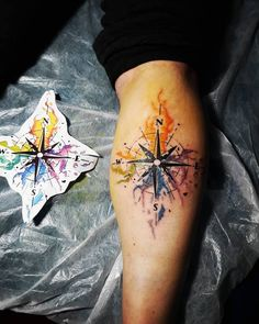 Web Tattoo: Wind Rose Tattoo: 50 Beautiful Ideas of the Millennial Symbol Anchor Compass Tattoo, Anchor Tattoo Design, Compass Tattoo Design, Rose Tattoos For Women, Tattoos For Guys, Tattoo Sleeve Designs, Sleeve Tattoos, Web Tattoo, Tattoo Ink
