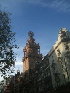 Chris Chalmers: Lions on top of ENO coliseum, St Martins lane honest!