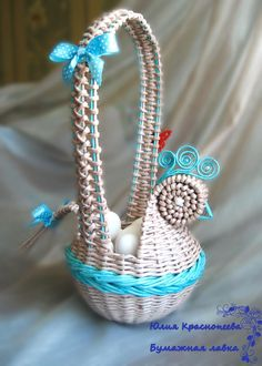 Diy Craft Projects, Diy Crafts, Paper Weaving, Newspaper Crafts, Art N Craft, Basket Weaving, Quilling, Paper Art, Macrame