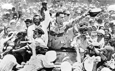 الزعيم جمال عبد الناصر و معه رئيس وزراء السودان اسماعيل الأزهري بالقاهرة عام 1954
