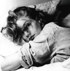 I went to see LA VIE EN ROSE again last fall, and this time I noticed that the madam in the whore house where Edith Piaf grew up looked a lot like a youngish Simone Signoret. Sure enough, it's her daughter, Catherine Allegret. Here's a photo of the young Signoret.