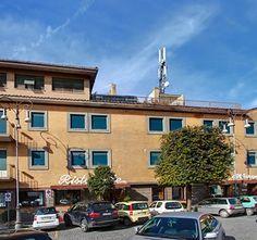 l' HOTEL RISTORANTE STELLA  Nella suggestiva cornice dei verdi monti Prenestini, dinanzi ai colli Albani ed ai monti Lepini, a 500 metri di altitudine