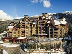 Four Seasons Resort 6* is at a 7 minutes drive from the Nicklaus North Golf Course and the chairlift to Blackcomb Mountain is 380 yards from the hotel