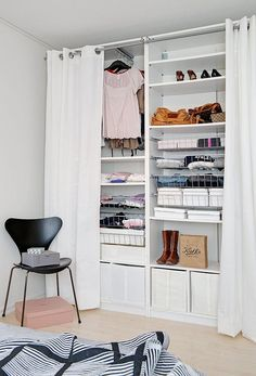 Creating an open closet does not require a lot of space, even you can store all your clothes in one room. See if you are able to create an open closet design Open Wardrobe, Bedroom Wardrobe, Apartment Bedroom Decor, Cozy Apartment, Apartment Guide, Apartment Door, Apartment Interior, Apartment Ideas, Closet Designs