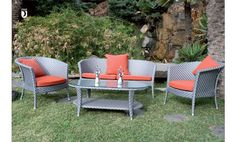 Mobiliario de jardín y terraza de Majestic Garden. Mesa baja, sofá dos plazas y dos sillones.