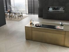 Sleek, smart and flexible, Miele's new SmartLine series lets you choose the cooking appliances that suit your needs. Downdraft Extractor, Kitchen With High Ceilings, Miele Appliances, Hobs, Affordable Luxury, Small Kitchen, Induction Hob, Kitchen, Home