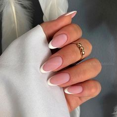 You can never go wrong with French tip nails. This all-time popular manicure style looks appropriate for any ambiance. Besides, it has so many modern takes that you will surely find an option for your taste. See yourself in our guide. Frensh Nails, Sexy Nails, Hair And Nails, Oval Acrylic Nails, Oval Nails, Round Nails, Colored Nail Tips, Colored French Nails, French Tip Nails