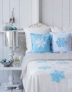 Inspiration of the day: Just in time for the holidays, this snowflake bedsheet and pillow cases are perfect in your Christmas-inspired bedroom.
