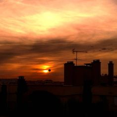 #paris #sky #sunset #coucherdesoleil #ciel #залез #небе #слънце #париж #франция #toitsdeparis #parissky #instaparis #instasunsets #instasky #milenaguideparis