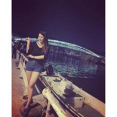 Instagram【in_333】さんの写真をピンしています。 《#夜景 #西子灣 #打狗 #dago #高雄 #蜜大腿 後面那對情侶非常有事~ 我老了會不會也在河堤旁這樣塞奈啊🙄🙄🙄》