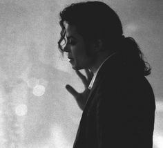 Michael Jackson Photo: Who is it? Michael Jackson Video Songs, Michael Jackson 1991, Michael Jackson's Songs, The Boy Is Mine, You Give Me Butterflies, King Of Music, The Jacksons, Music Heals, Short Film
