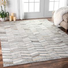 nuLOOM Handmade Modern Patchwork Herringbone Leather/ Viscose Silver Rug (9' x 12') (Silver), Beige, Size 9' x 12' (Polyester, Chevron)