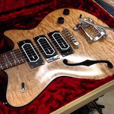 Koll Guitars SuperGlide Almighty... like the look of the light reflected on the blades of the pickups