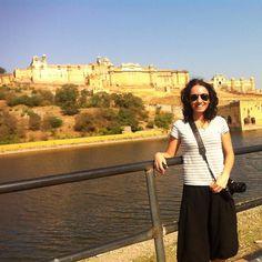En Jaipur con el Palacio Amber de fondo!! #India #jaipur #IncredibleIndia #travel #travelblog #instatravel #igersspain by sinmapa_