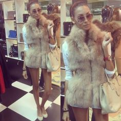 I want a fur vest Peach Clothes, Fall Clothes, Summer Clothes, Fabulous Furs, Ootd, Student Fashion, Fur Fashion, Fashion Dolls, Leggings Fashion