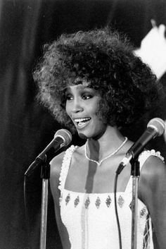 11 Style Lessons Whitney Houston Has Taught Me Beverly Hills, Whitney Houston Pictures, I Look To You, Hip Hop, Old School Music, Female Singers, Soul Singers, Beautiful Voice, Beautiful Women