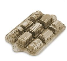 Nordic Ware Railway Cake Pan from Williams-Sonoma / http://r.linqia.cc/ee1ffe2