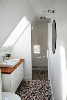 If you are looking for Small Attic Bathroom Design Ideas, You come to the right place. Below are the Small Attic Bathroom Design Ideas. Small Attic Bathroom, Beautiful Small Bathrooms, Loft Bathroom, Upstairs Bathrooms, White Bathroom, Bathroom Interior, Bathroom Sinks, Bathroom Modern, Attic Shower