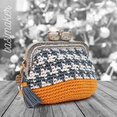 """New Cheap Bags. The location where building and construction meets style, beaded crochet is the act of using beads to decorate crocheted products. """"Crochet"""" is derived fro Crochet Wallet, Crochet Coin Purse, Crochet Case, Crochet Shell Stitch, Crochet Shoes, Crochet Purses, Bead Crochet, Crochet Bag Tutorials, Crochet Handbags"""
