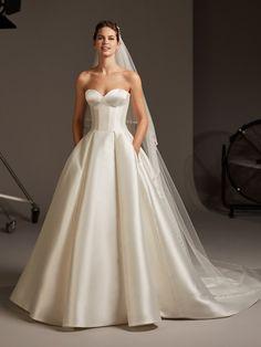 Pronovias Wedding Dress, Wedding Dresses 2018, Princess Wedding Dresses, Wedding Dress Shopping, Bridal Dresses, Couture Wedding Gowns, Classic Wedding Dress, Boho Wedding Dress, Timeless Wedding Dresses