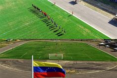 Así Da Inicio el partido del ANGOSTURA FUTBOL CLUB que juega su último partido de la temporada liderando la tabla del #TorneoClausura2016 en el #RicardoTulioMaya la #SomosAngosturaFC #dronerosdeVenezuela #tradicionbolivarence #historia #aereo #drone #IGERSGUAYANA #inspire #IGERSGUAYANA #dji