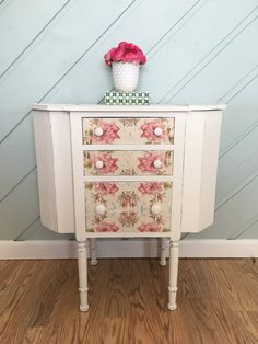 Items similar to Martha Washington sewing cabinet side table end table on Etsy – Sewing 2020 Repurposed Items, Repurposed Furniture, Painted Furniture, Refinished Furniture, Furniture Refinishing, Antique Furniture, End Table Plans, Cabinet Decor, Cabinet Makeover