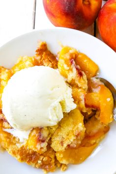The easiest 4-ingredient peach dessert. Fresh peaches, a touch of sugar, French vanilla cake mix, and butter all baked until golden and topped with vanilla ice cream. The simplest peach cobbler dessert recipe! Cake Mix Peach Cobbler, Fresh Peach Cobbler, Peach Cake, French Vanilla Cake, Vanilla Cake Mixes, Dump Cake Recipes, Dessert Recipes, Canned Peaches, Honey Recipes