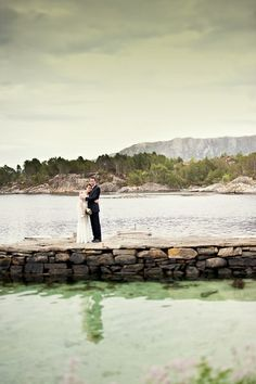 This couple eloped in Norway. Love this wedding!