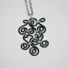 Collier avec pendentif en alu noir