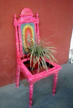 Mesinha estilisada Mesinha com pintura em cerâmica de piso Garrafas decoradas garrafão decorado pintura em tela ...