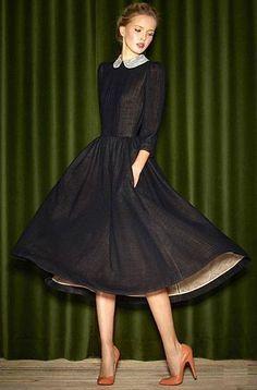 A eterna elegância dos anos 50. Este é um modelo da coleção 2013 da designer russa Ulyana Sergeenko.(392×596)