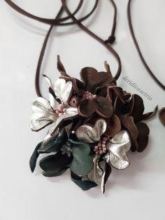 Deri çiçekli kolye #handmade #leather #deri #leatherflower #deriçiçek #leatherneclake #accessories #neclake #takı #aksesuar #elyapımı #deridivanetrio #accessories #leatheraccessories