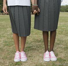 Une école donne des cours de port de talons aux jeunes filles. Indignation de deux participantes... #courstalons #marcheravecdestalons