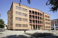 La #Universidad de #Sevilla instala placas fotovoltaicas sobre la cubierta de la Facultad de Matemáticas que reducirán 4,8 toneladas de #CO2 al año.