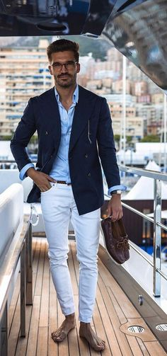 white pant blue linen and jacket The Effective Pictures We Offer You About Blazer Outfit hombre A quality picture can tell you many things. You can find the most beautiful pictures that can be present Blue Blazer Outfit Men, Blazer Bleu, Navy Blazer Men, Blazer Outfits Men, White Pants Men, Summer Pants Outfits, Moda Formal, Moda Casual, Blazers For Men