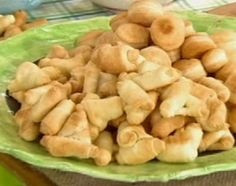 Recetas   Cocineros Argentinos - Panadería - Bizcochitos y cuernitos hechos con dos ingredientes