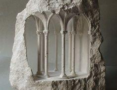Esculturas em pedra revelam uma arquitetura monumental em micro escala, Corona. Imagem © Matthew Simmonds