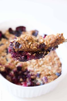 The easiest triple berry crumble, made with frozen fruit! Thickened frozen berri… The easiest triple berry crumble, made with frozen fruit! Thickened frozen berries topped with an oat crumble topping. Ready in 10 minutes! Mixed Berry Crumble Recipe, Apple And Berry Crumble, Berry Crisp Recipe, Oat Crumble Topping, Vegan Crumble, Fruit Crumble, Healthy Dessert Recipes, Fruit Recipes, Easy Desserts