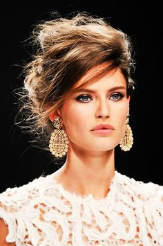 Glam fall makeup with statement earrings