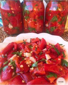 "Tarif Saati on Instagram: ""Via🎥👉 @tatlicianne 👏 GEÇEN YAZ AZ YAPTIĞIMA BİN PİŞMAN OLDUĞUM KÖZBİBER TURŞUM😫MUTLAKA KAYDEDİN KENARDA KALSIN 😘💜💟❣️❣️❣️❣️BUGÜNE…"" Turkish Recipes, Ethnic Recipes, Turkish Delight, Bruschetta, Mexican, Food, Instagram, Tv, Essen"