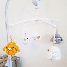 Muziekmobiel gehaakte vogeltjes #angelshandmade #handmade #haken #hakeniship #handgemaakt #crochet #crocheting #crochettoy #babytoy #babycrochet #babyshower #babykamer #ede #webshop #webwinkel #instagramkoopjeshoek #marktplaats #rammelaar #rattle #bijtring