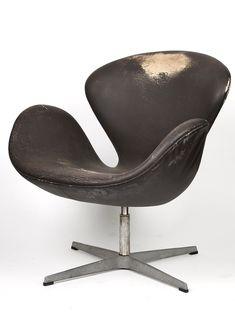 Arne Jacobsen; Aluminum and Leatherette Swivel 'Swan' Chair for Fritz Hansen, 1958.