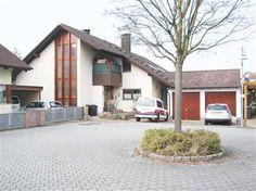 Zweifamilienhaus in Emmendingen-Wasser: Das großzügige Zweifamilienhaus befindet sich in ruhiger Orts- und Wohnlage des Emmendingen Stadtteils Wasser am Ende einer Stichstraße mit Wendehammer.