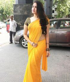 Indian Desi beauties – Indian Desi Beauty – Indian Beautiful Girls and Ladies Beautiful Girl Indian, Most Beautiful Indian Actress, Beautiful Saree, Beautiful Girl Image, Indian Beauty Saree, Indian Sarees, Indische Sarees, Saree Models, Yellow Saree