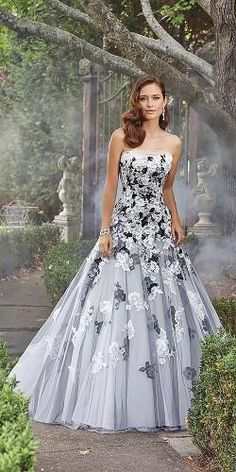 Would you get married in a colored wedding dress Lipstick Alley colored wedding gowns - Wedding Gown Colored Wedding Gowns, New Wedding Dresses, Perfect Wedding Dress, Wedding Colors, Gown Wedding, Tulle Wedding, Different Color Wedding Dresses, Black White Wedding Dress, Wedding Shot