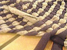 I thought that with all of the emphasis on recycling and reusing these days, a no-sew rag rug post would be more common. However, in my own internet research, I find that it's something of a unicor...